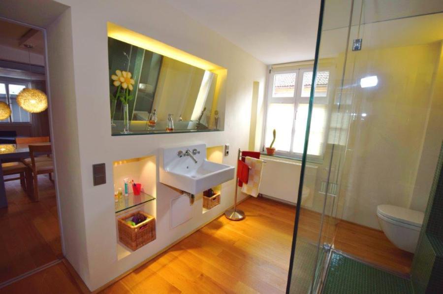 die wohnung besitzt folgende zimmeraufteilung flur garderobe kammer kuche bad wohnzimmer schlafzimmer ankleidezimmer